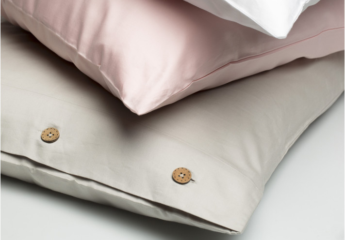 PILLOW CASE SATEEN WITH COCONUT BUTTONS SAND